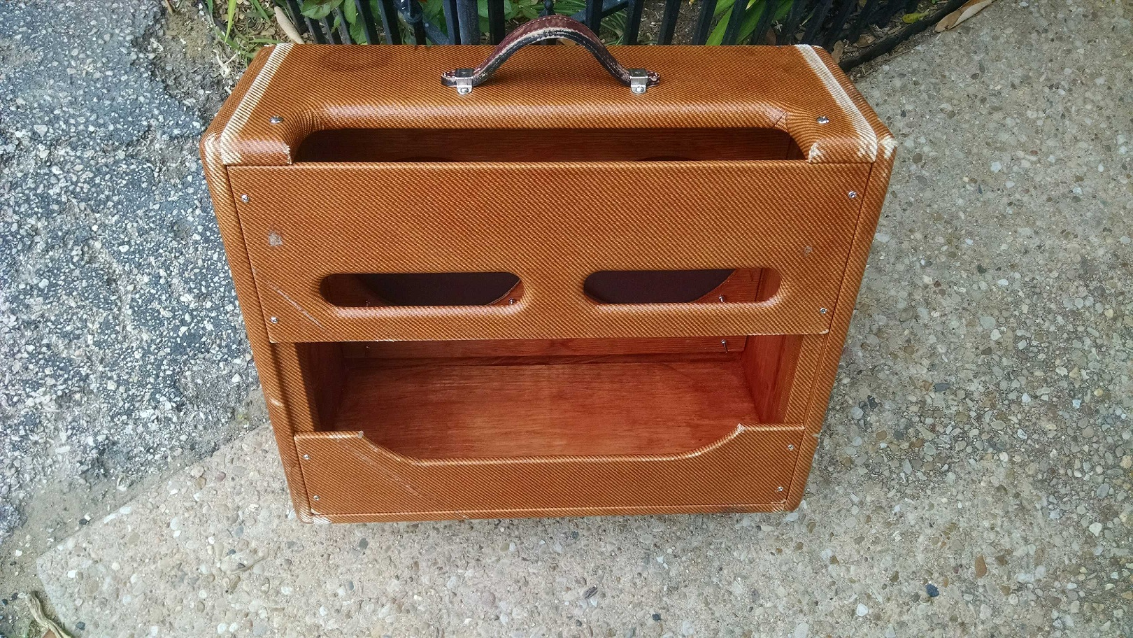 Get a custom Fender relic cabinet for your tweed amplifier