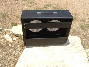Replacement Cabinet for a Fender Silverface Vibrolux Reverb by Armadillo Amp Works