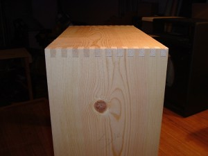 Finger-jointed amplifier cabinet